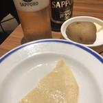 エチオピアカリーキッチン - カリーにはパパドと蒸かし芋付き。ビールのおつまみ!