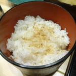 豚カツと和食 のぶたけ - 「ローストンカツ御膳」ゴマパウダーをふったご飯(お替り可)