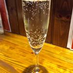 バル・カ・エール - 「スパークリングワイン」。