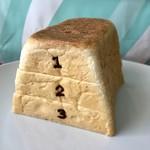 パン ド サンジュ - 3段なら跳べるかな♪ (食べ物で遊んではいけません)