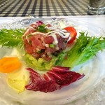 フランス食堂  オ・コションブルー - 料理写真:《前菜》マグロとアボガドのタルタル