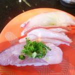 廻転とやま鮨 - 店長おすすめ3種(はがつお、紅ズワイ、黒鯛)