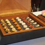 プレスキル - 宝石箱に入った小菓子