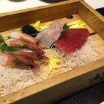 Awajishimatokurae - トロ函鮮魚3種盛り