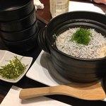 Awajishimatokurae - しらすの土釜飯