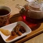 77752498 - ライチ紅茶、ドライフルーツ付き