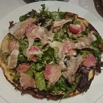 ビストロ アギャット - パルマ産生ハムと山形県産有機野菜のサラダ   米粉のクレープ仕立て  1,800円