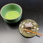 山乃尾 - 山乃尾のお抹茶と胡桃餅
