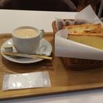 77758278 - デンマーククリームチーズペーストリー、チーズトースト