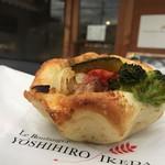 ヨシヒロ イケダ - 野菜たっぷりカレーパン(¥228)