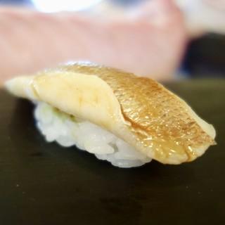 奴寿司 - 料理写真:[2017/11]おまかせ 十二貫(6000円)・寿司① 春子の握り