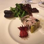 ミチノ・ル・トゥールビヨン - ポルト酒で固めた播州赤鳥と椎茸ポロ葱 ロゼールの酢漬けとサラダ添え
