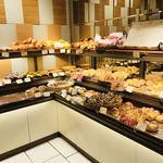 デリカフェ・キッチン オオサカ ミドウ - いろんなパンがいっぱい…普通のパン屋さんみたい