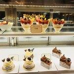 デリカフェ・キッチン オオサカ ミドウ - ケーキも美味しいそう