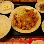南国亭 - メインの油淋鶏定食。