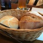 エルナ・アドリアーン - ドイツ輸入の焼き立てパン