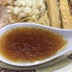 煮干鰮豚骨らーめん 嘉饌 - 【2017.11.29】鶏ガラ主体のスープに円やかな醤油だれ。