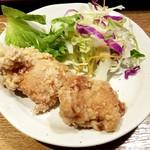 77765501 - 鶏の唐揚げ、サラダ、ごはん、味噌汁食べ放題