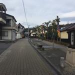 大本製菓舗 - 道を挟んだ内子座の隣にあります。
