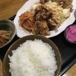 B級食堂 - Bランチの焼肉 唐揚げ  これも凄い!