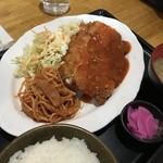 B級食堂 - アツモリ君のチキンカツ  トマトソース 定食