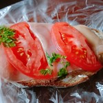 パンセ - 惣菜パン1(生ハムとトマトのパン)