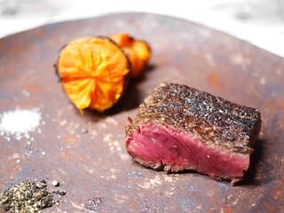 TACUBO - 熊本産(井さん)、42か月未経産ジャージー牛の薪焼き