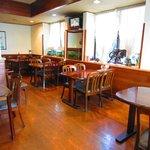 パパとママ - レストランはテーブル席(40席) お座敷は最大40名まで