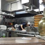 味噌屋 八郎商店 - 厨房