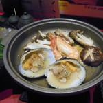魚料理の店 鮮魚まるふく - はまぐりときのこ陶板焼き