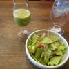 飲めるハンバーグ - 料理写真:一口野菜ジュースはランチのサービス