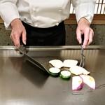 ステーキ花郷 - 鯛、赤かぶ、あわび茸、ズッキーニを焼いているところ~♪(* ̄∇ ̄)ノ