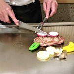 ステーキ花郷 - 『特選米沢牛』と季節の野菜を焼いているところ~♪(* ̄∇ ̄)ノ