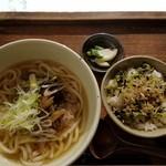 77784386 - 牛しぐれうどんと高菜の小丼(1400円)