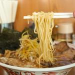 中華そば 吾衛門 - 麺リフトアップ