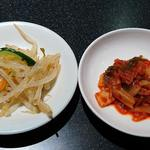 リブランド - リブランド @東葛西 ランチに付く小鉢2種 白菜キムチとモヤシナムル