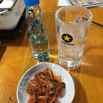 ホルモン大豊 - バクダンサワー¥450(焼酎のラムネ割)と、 キムチ¥380