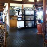 染と茶 - お店の中央が厨房