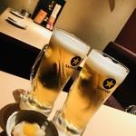 焼き鳥 きんざん - 生ビール(サッポロ黒ラベル)530円と 串の間のお口直し(席料)300円