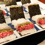蕃 YORONIKU - 料理写真:ともさんかくと鯛の海苔巻き