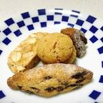 ステラ カデンテ - 満腹のため、小菓子はお持ち帰りm(_ _)m 翌日、美味しくいただきました❤︎