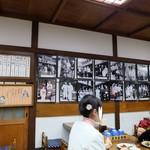 高木屋老舗 - 店内には寅さんたちとの想いでの写真がたくさん