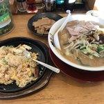 ラーメン横綱 - 料理写真:鉄板チャーハンと野菜ラーメン
