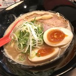 らーめん伊藝 - 豚骨魚介らーめん(800円)+とろ~り半熟味付玉子(100円)