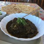 タージ ハラル フード - 料理写真:パラクゴーシュト、チャパティ