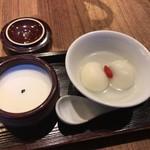 茉莉花 - デザート、杏仁豆腐&ゴマ団子