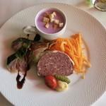 ビストロ ル ブルジョン - 料理写真:ランチコースの前菜のオードブル盛り合わせ(天然シカとイノシシのパテ、金華サバのマリネ、紫芋のポタージュ)