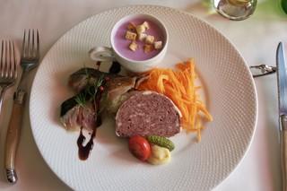 ビストロ ル ブルジョン - ランチコースの前菜のオードブル盛り合わせ(天然シカとイノシシのパテ、金華サバのマリネ、紫芋のポタージュ)