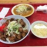 77804728 - ハラミ丼600円とモツ煮(並)450円