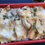 セブンイレブン - 料理写真:「ねぎ塩豚カルビ弁当(麦飯)」(\398)